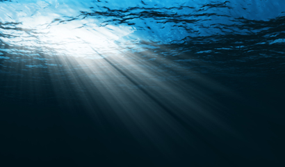 太阳直射入深海高清图片