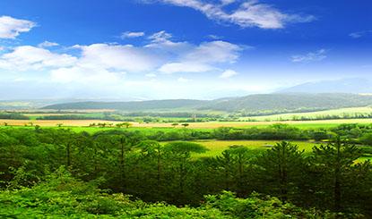 蓝天白云山庄美景高清图片