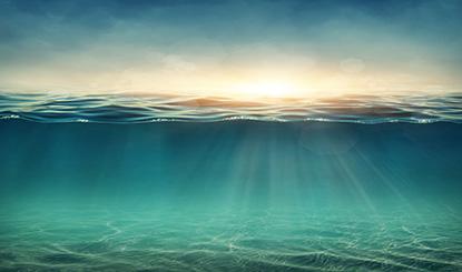 蓝绿色的海底高清图片