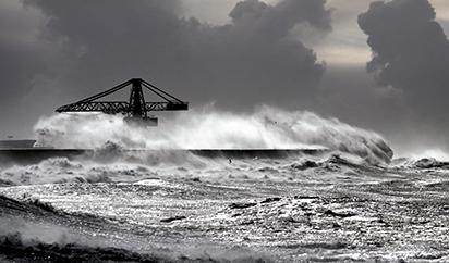 海啸高清图片