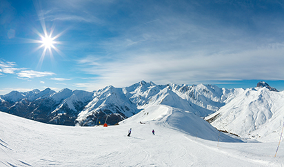 阳光雪山高清图片