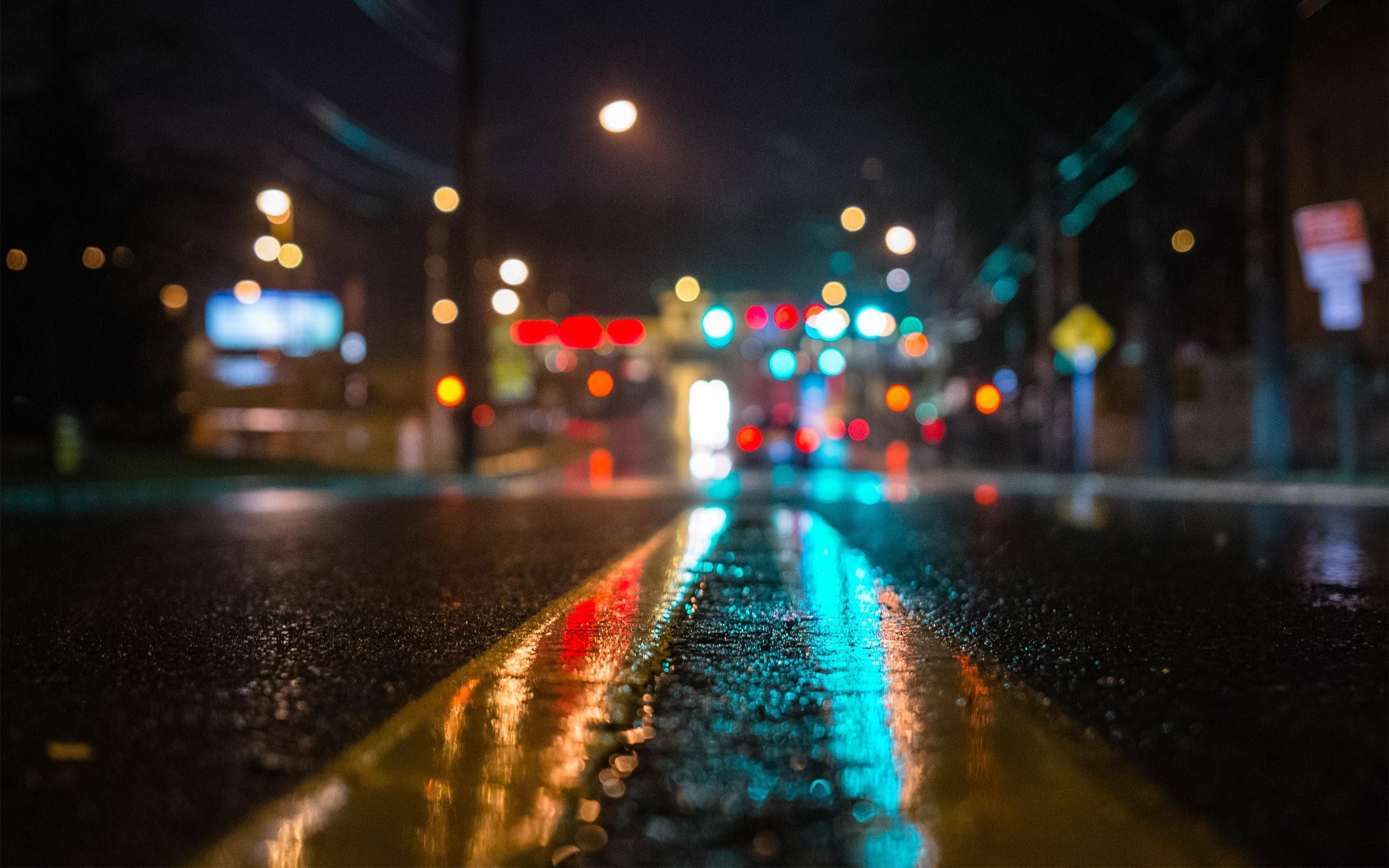 雨后夜晚的街道圖片