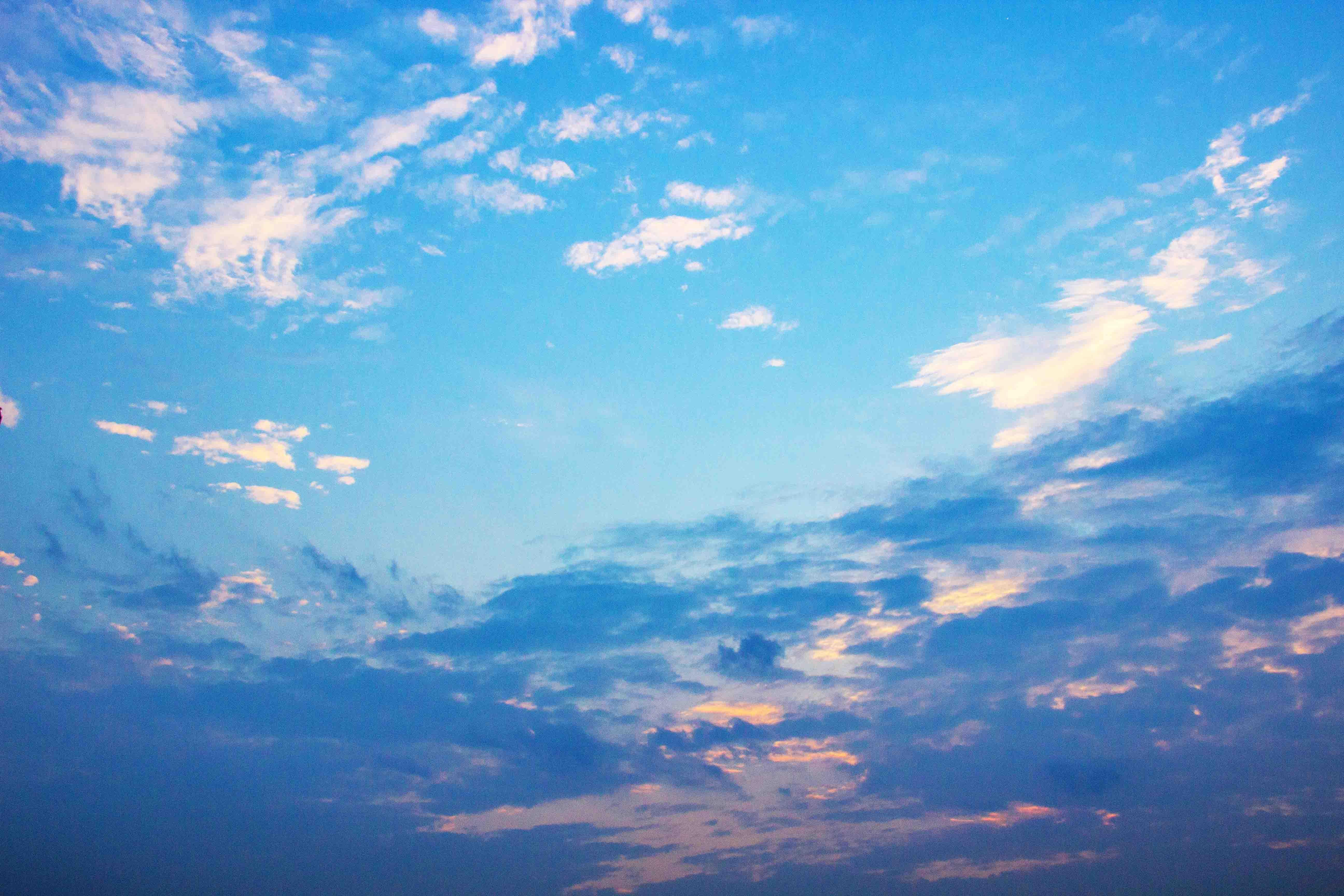 蓝天白云黄昏的天空背景高清图片素材